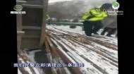 高速路发生交通事故 交警紧急救援临产产妇