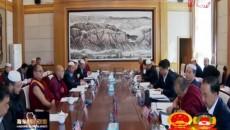 """出席海东市政协二届四次会议的委员分组讨论""""两院""""工作报告"""