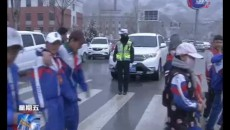 玉树交警为学生出行安全保驾护航