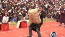 """天賜蒙旗""""天驕杯""""傳統耐力賽馬大會之傳統民族項目舉沙袋比賽舉行"""