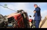 万博官网manbetx茫崖:半挂车侧翻驾驶员被困无人区消防成功救援