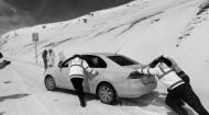 大冬树山垭口路面积雪结冰  海北交警迅速行动保畅通
