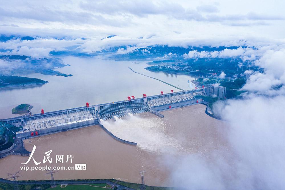 入庫流量超5萬立方米每秒 三峽大壩開啟3孔泄洪