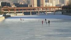 险!湟水河上滑冰需小心