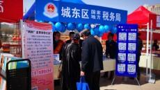 春来税宣忙  始于品书香 西宁市第27个税收宣传月在中心广场拉开序幕