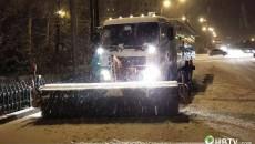 顶风冒雪 连续奋战 城管系统干部职工做好扫雪除冰工作