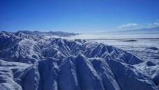 茫崖翡翠湖雪后惊艳亮相    冰清玉洁美不胜收