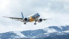 """巴西航空工业 """"大鲨鱼""""新机型成功飞抵玉树"""