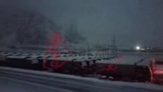 皚皚白雪橫天路 汽車將士再出征