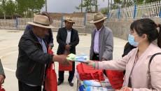 昨日 三家單位走進科才昂村開展公益活動