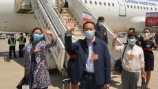 出席全國兩會住青代表委員離青抵京
