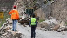 持续暴雨引发山体塌方 部门联动紧急处置保畅通