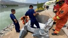两名儿童贪玩,被困河心养鱼笼,消防成功救援