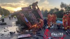 青海海東:貨車高速追尾半掛車 司機被困消防成功救援
