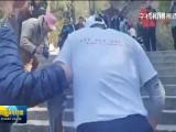 青海62岁老党员无腿书法家岩雅泉成功登顶泰山