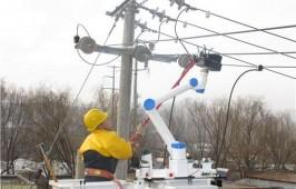 青海首次利用配網帶電作業機器人完成帶電接火作業