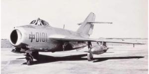 官方美高梅200:首架国产喷气式歼击机歼-5首飞成功