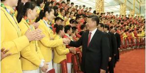 官方美高梅237:习近平会见第31届奥林匹克运动会中国体育代表团全体成员