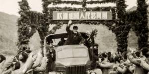 官方美高梅208:中国人民赴朝鲜慰问团到前线慰问演出