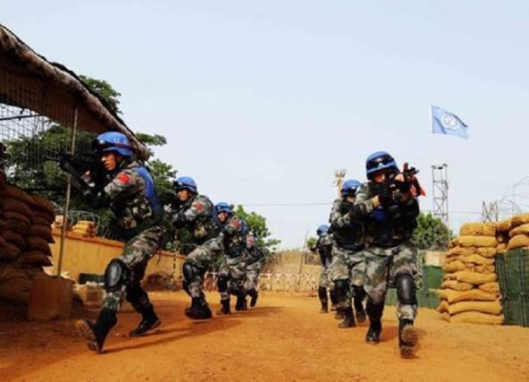 走进抗美援朝英模部队 接过志愿军先辈的枪