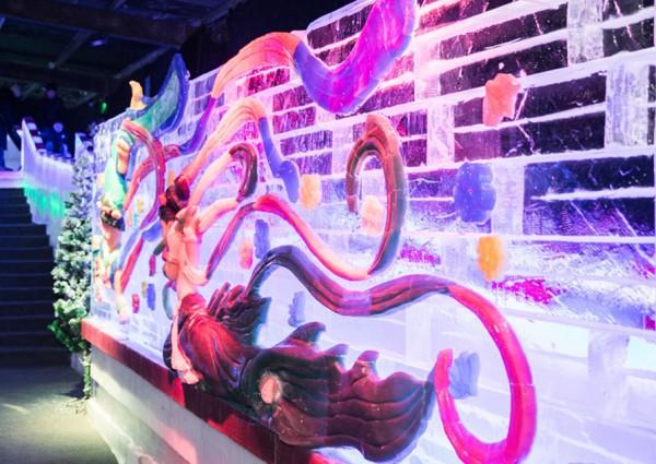 【新春走基层】迎新春赏灯会 流光溢彩过新年