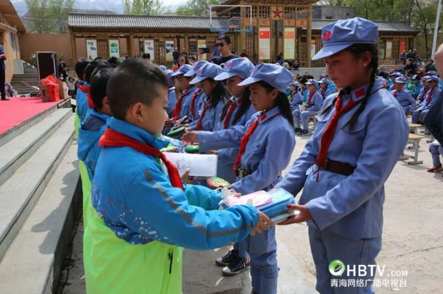 红色励志成长话剧《小兵小将》首演走进循化县西路军红军小学