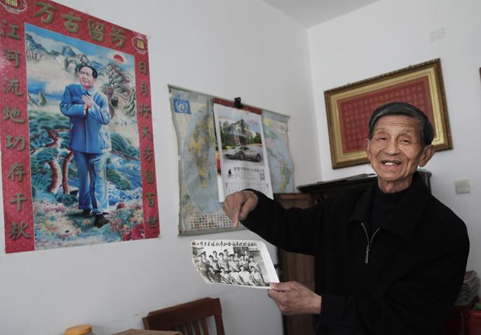诸暨八旬老翁编写22本家庭档案 见证改革开放40年