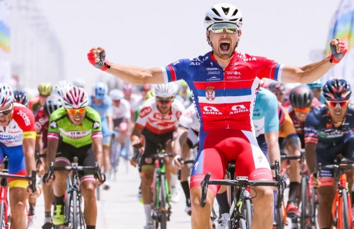 2018环湖赛第10赛段:沙漠奇袭,安德里亚莫贝尔车队杜桑获胜