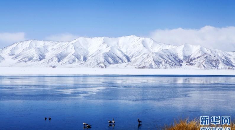 【航拍】黄河源头冬格措纳湖 冰雪消融展风姿