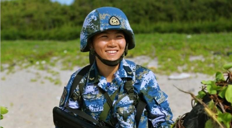 从北大到亚丁湾,这个女特种兵拿得起笔也扛得动枪!