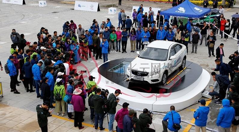 環青海湖(國際)電動汽車挑戰賽特技表演精彩紛呈
