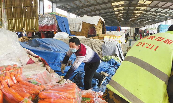 """防疫情 保供應 穩""""菜籃子""""——青藏高原農副產品集散中心見聞"""