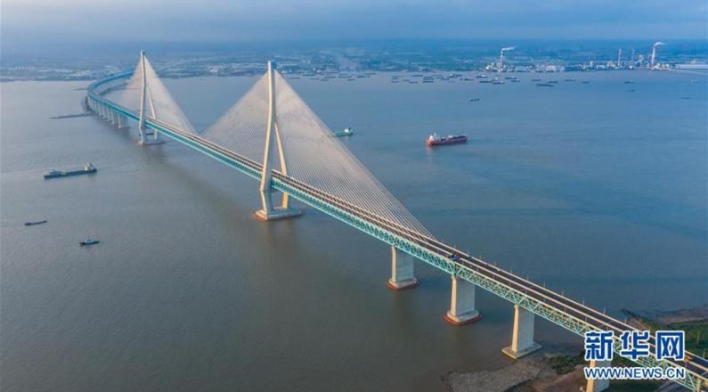 滬蘇通長江公鐵大橋正式開通運營
