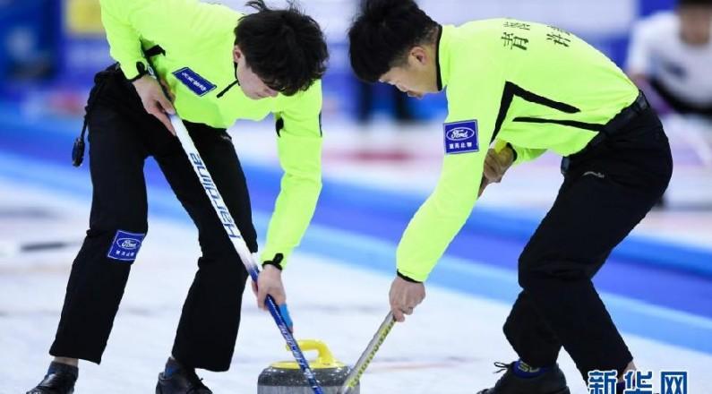 在青海多巴国家高原体育训练基地进行的中国冰壶精英赛中国公开赛